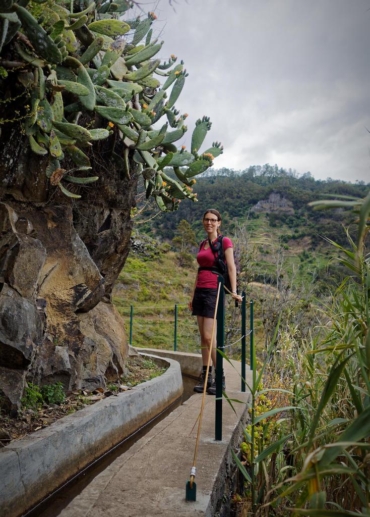 beautiful Girl beim Levadawandern auf Madeira