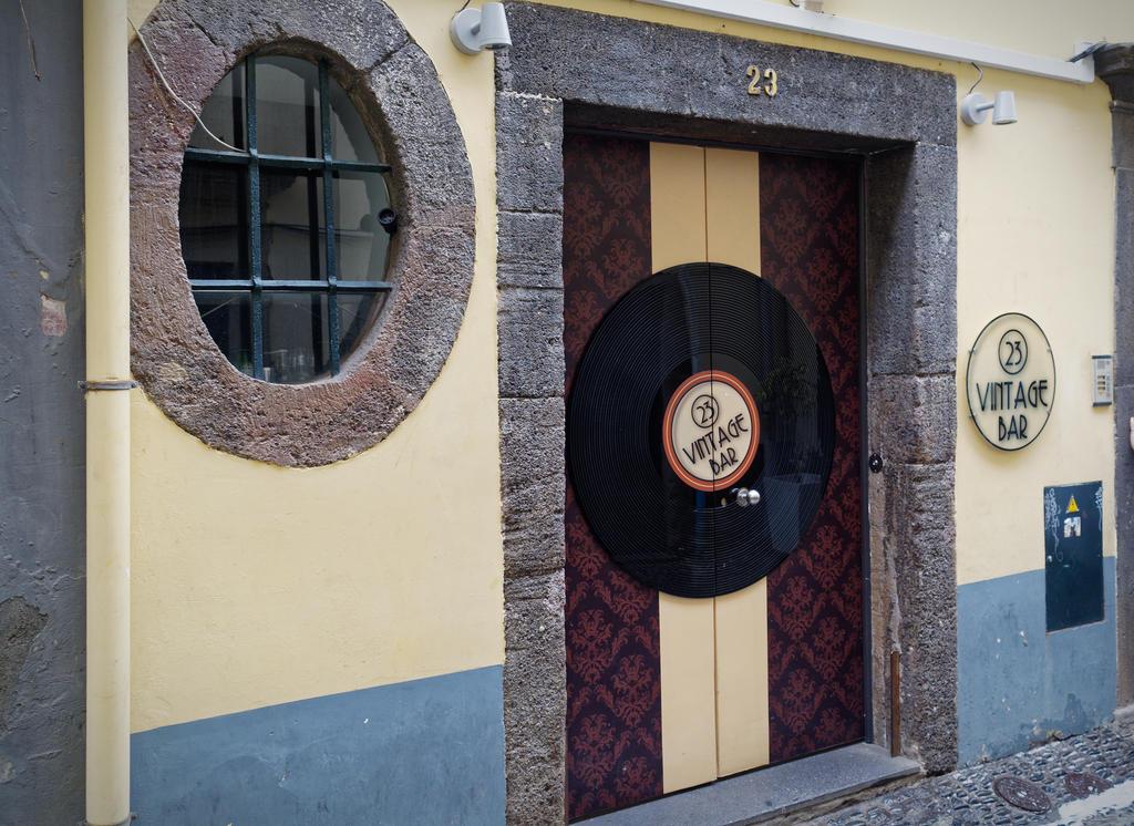 bunte Türen in der Altstadt von Funchal